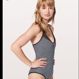 lululemon athletica Swim - NWT* LULULEMON WAVE WONDERER ONE PIECE